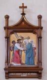 5th stationer av korset, Simon av Cyrene bär korset Royaltyfri Foto
