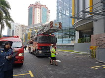 5th Subang Jaya Oct 2016, Malezja Pożarniczego świderu ćwiczenie przy szczytem Hotelowy Subang USJ zrobił rano zdjęcie royalty free