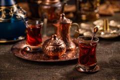 Th? turc avec la tasse en verre authentique photo libre de droits