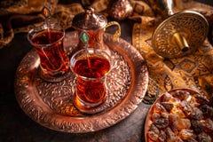 Th? turc avec la tasse en verre authentique photo stock