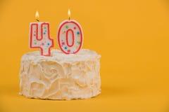40th vita födelsedagkaka Arkivbild