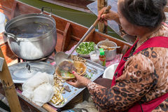 Tha Kha浮动市场 免版税库存图片