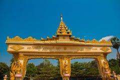 输入门 砂海螂Tha Lyaung斜倚的菩萨 Bago Myanma 缅甸 免版税图库摄影