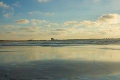 Tha szeroki piaskowaty Baleal plaża przy niskim przypływem w Peniche, Portugalia Fotografia Royalty Free
