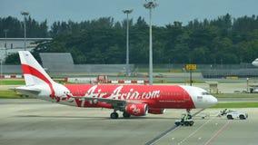 Thai AirAsia-Luchtbus 320 klaar voor duwrug Stock Afbeelding