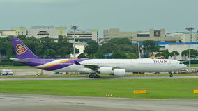 Thai Airways Airbus A340-600 quad-jet taxiing at Changi Airport Royalty Free Stock Photos