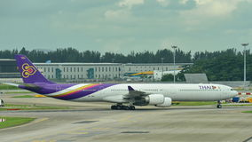 Thai Airways Airbus A340-600 quad-jet taxiing Stock Photography