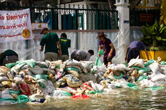 Thai armys helping bringing sandbags to prevent Stock Images