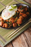 Thai cuisine chicken with basil, green beans and a fried egg clo Royalty Free Stock Photos