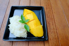 Thai dessert: Mango with Sticky Rice topping with coconut milk Royalty Free Stock Photography