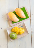Thai  dessert, sticky rice mixed coconut milk with mango Royalty Free Stock Images