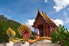 thai drakestatytempel Arkivfoto