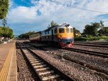 Thai drev för gammal vintafe på järnvägen Arkivbilder