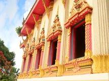 thai fönster för härligt tempel Arkivbilder