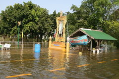 Thai flood 05. THAILAND, Pathumtani - OCTOBER 23 -Thai flood hits Bangkok areas, higher water levels expected, here in Pathumtani district people are severely Royalty Free Stock Photos