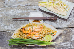 Thai food Pad thai is fried with shrimp Royalty Free Stock Photos