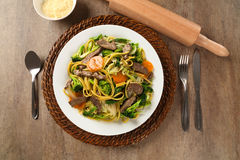 Thai food Pad thai , Stir fry noodles with shrimp, meat and vegetables Royalty Free Stock Photos