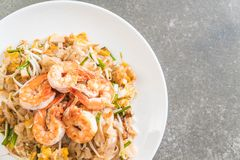 Thai Fried Noodles Pad Thai with shrimps Royalty Free Stock Image