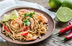 Thai fried rice noodles with shrimps royalty free stock photos