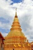 Thai Golden pagoda at Wat Phrathat Hariphunchai Woramahavihan te Royalty Free Stock Photo
