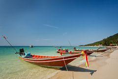 Thai local long tale boats at the beach under clear blue sky Stock Photography