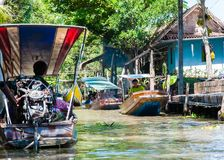 Thai locals sell food and souvenirs at famous Damnoen Saduak floating market, Thailand Stock Image