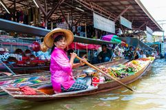 Thai locals sell food and souvenirs at famous Damnoen Saduak floating market, Thailand Stock Images
