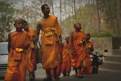 thai monks Royaltyfria Bilder