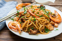 Oriental noodles with prawns Royalty Free Stock Photo