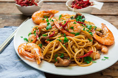 Oriental noodles with prawns Stock Images