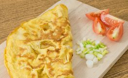 Thai Omelet with Tomatoes and Scallion on Cutting Board Stock Photos