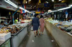 Thai people travel and shopping food at Don Wai Floating Market Stock Images
