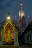 thai skymningtempel Royaltyfri Fotografi