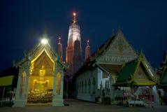 thai skymningtempel Royaltyfri Foto