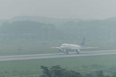 Thai smile airway landing in haze at krabi airport Royalty Free Stock Photos