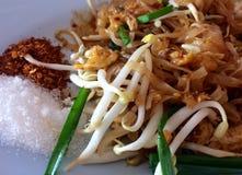 thai stekt nudel royaltyfri fotografi