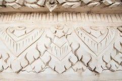 Thai stil för vit stuckatur i tempel Arkivbild