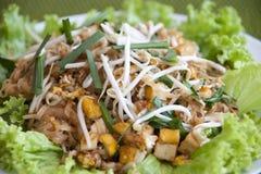 thai stir för småfisknudelblock Arkivfoton