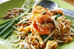 Thai stir-fried rice noodles with fresh shrimp Stock Photo
