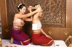 thai sund massage royaltyfria bilder
