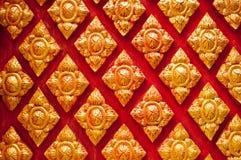 Thai tempel för thailändsk konststuckaturvägg Royaltyfri Bild