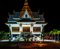 Thai temple at night. Royalty Free Stock Photos