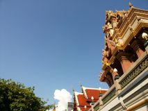 Thai temple under blue sky Royalty Free Stock Photos