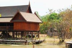 thai traditionellt trä för hus Arkivfoton