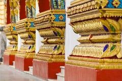 thai vägg för skulpturtempel Arkivbild