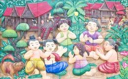 thai vägg för stuckaturtempel Arkivfoto
