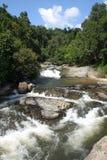 thai vattenfall för djup skogbergnationalpark Arkivfoto