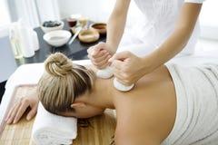 thai växt- massage Arkivbild
