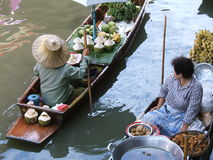 Thai water market. Women selling foods on a floating market in Thailand - Damnoen Saduak Floating Market, neer bangkok royalty free stock photos