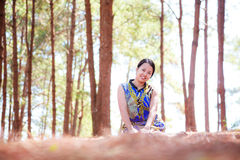 Thai woman sit and smile in park Stock Photography